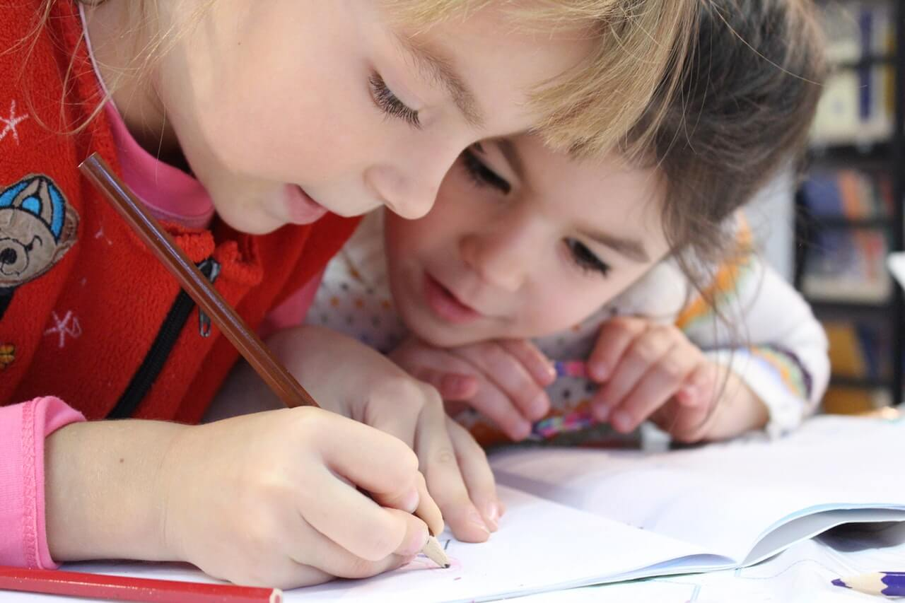 Childrens are drawing in notebook