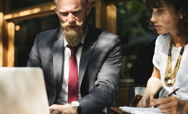 Things You Should Look for While Hiring a Business Attorney