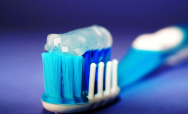 What health issues does bad oral health contribute?