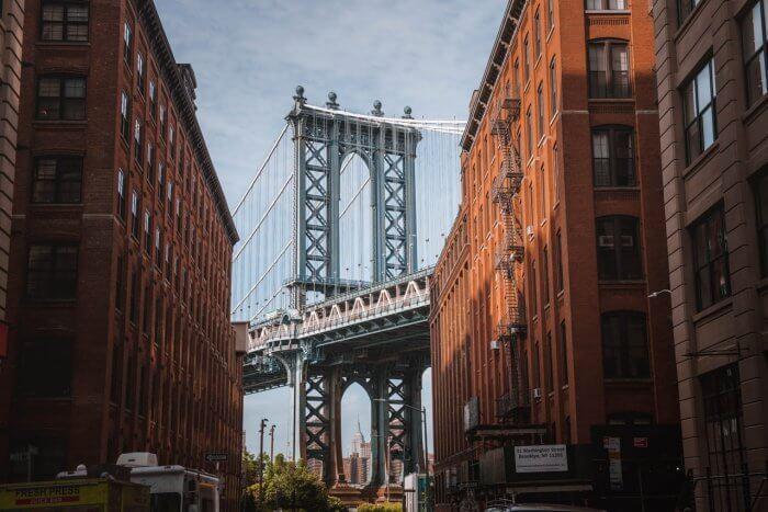 brooklyn bridge in between two buildings